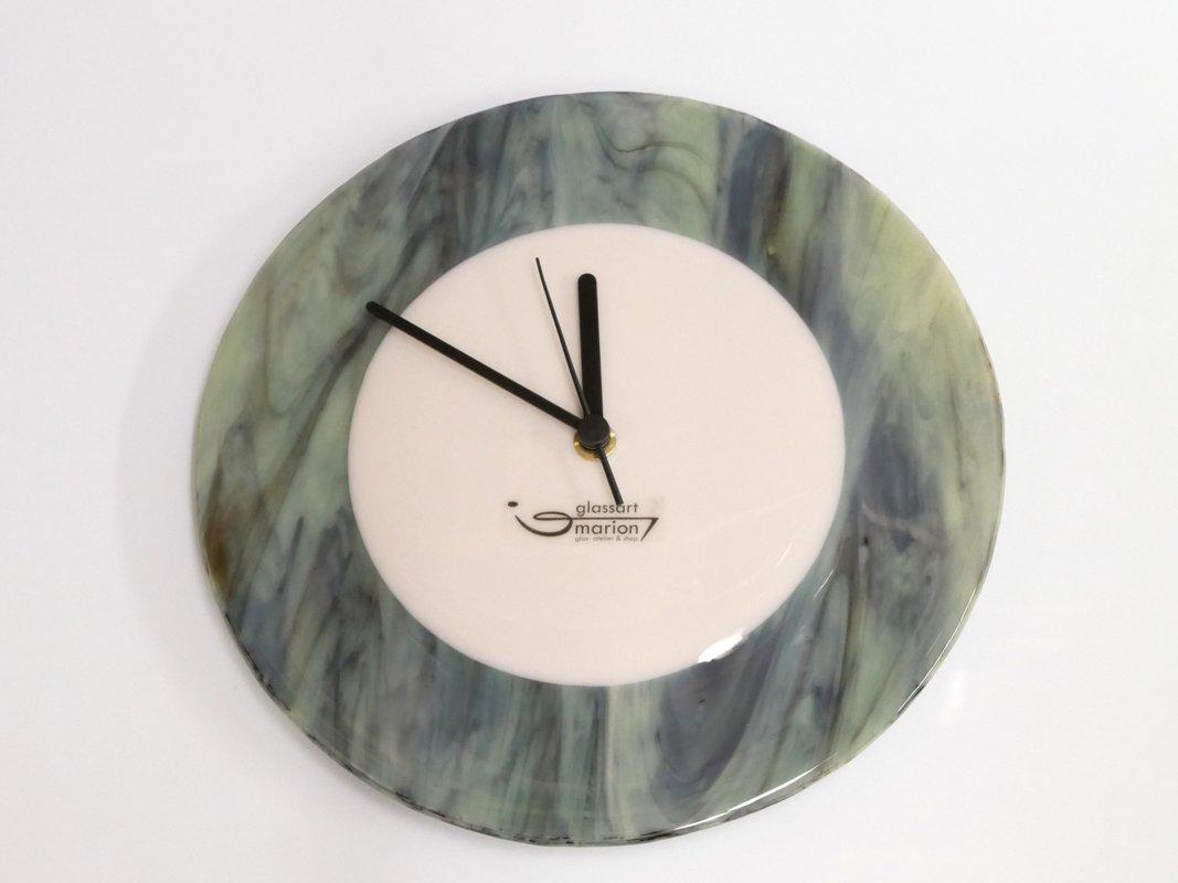 Uhr creme grün