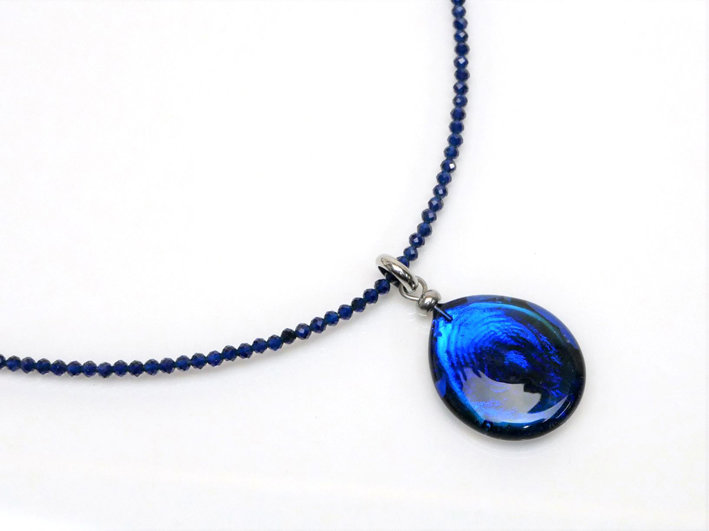 Collana blu luccicante
